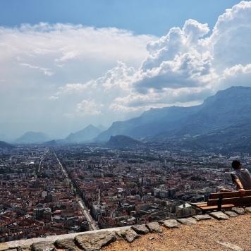 Toàn cảnh Grenoble từ la Bastille Source : Street-Art-Scenik
